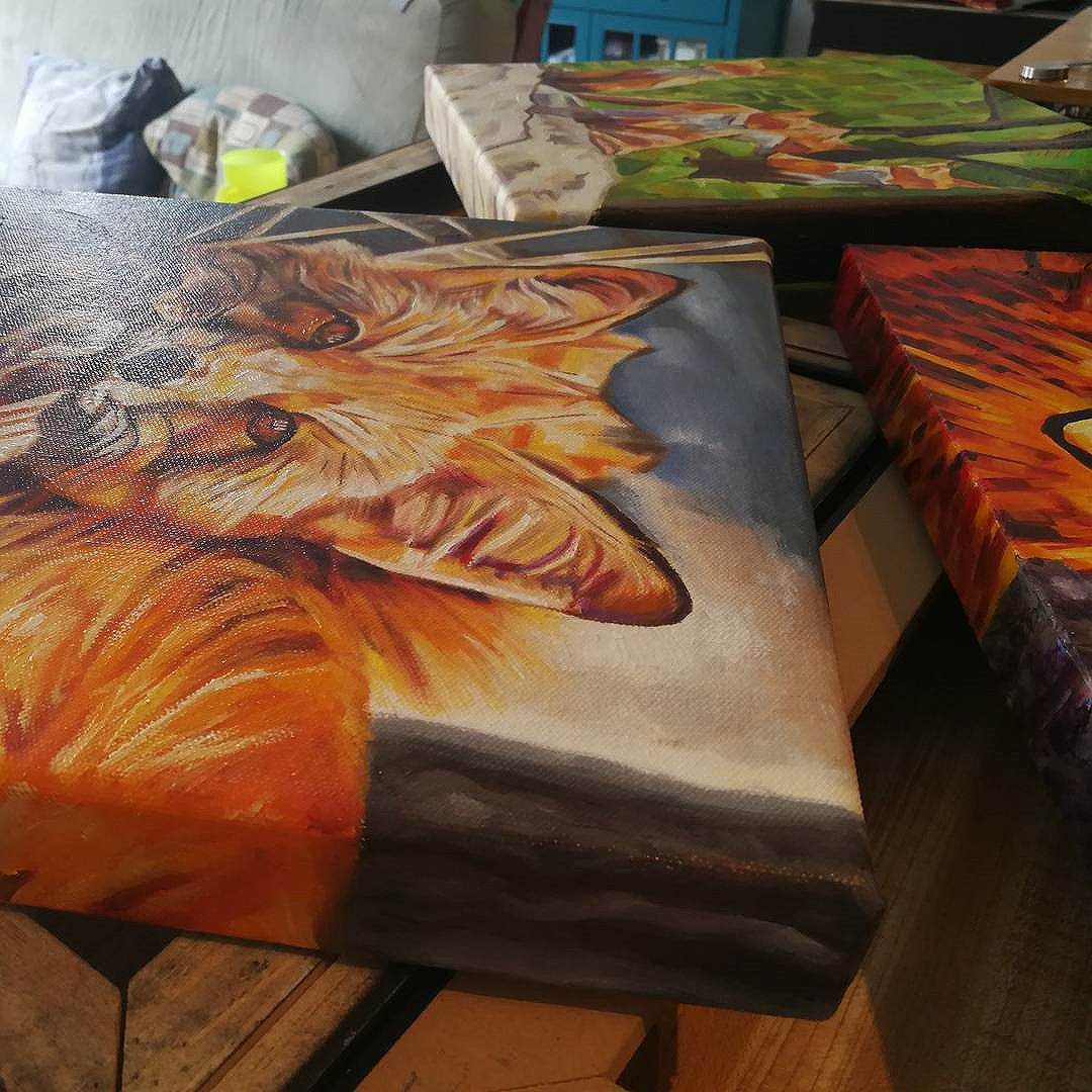 It's varnishing day!! I had a good collection of paintings that needed a coat of varnish. Sure am glad to have all the extra space in the new apartment to lay these out until dry.