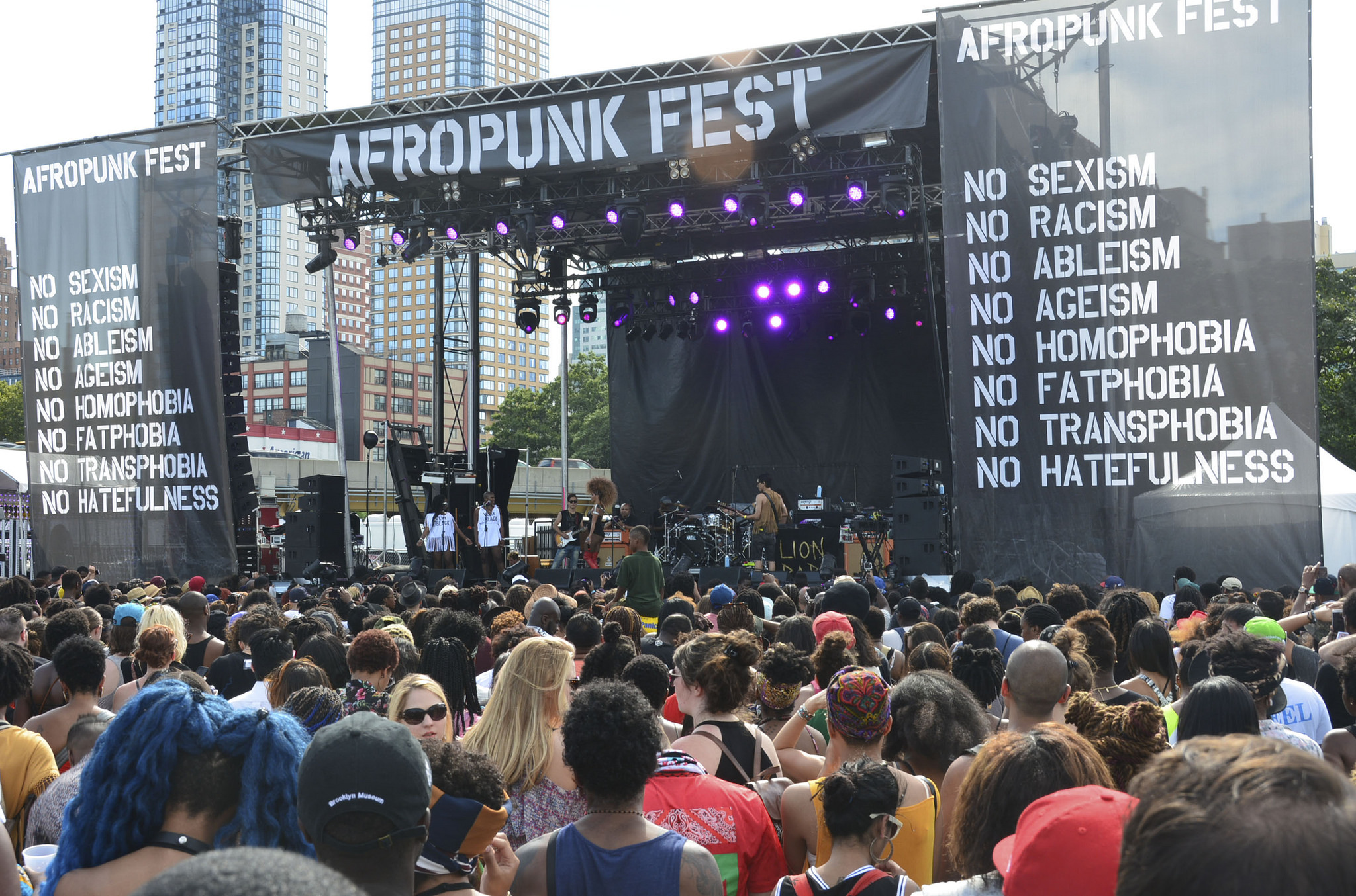 Reducing black prejudice through a music festival