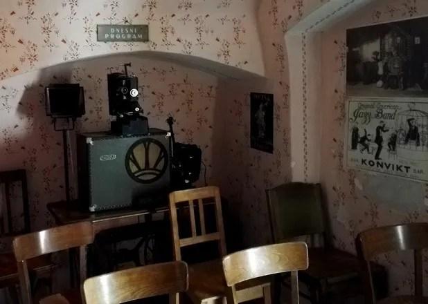 salle de projection dans la ruelle d'or à prague