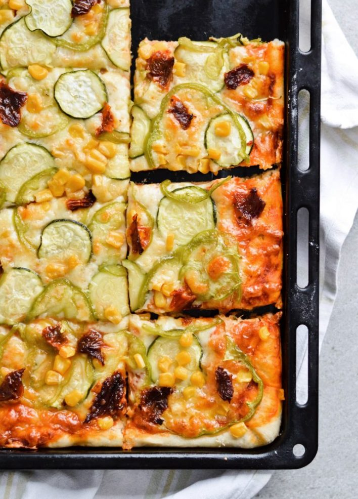 Salted vegetable tray pizza made from sugar