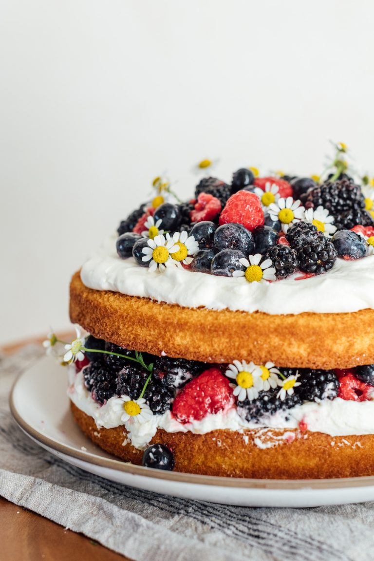 how to make an easy layer cake with whipped cream and berries