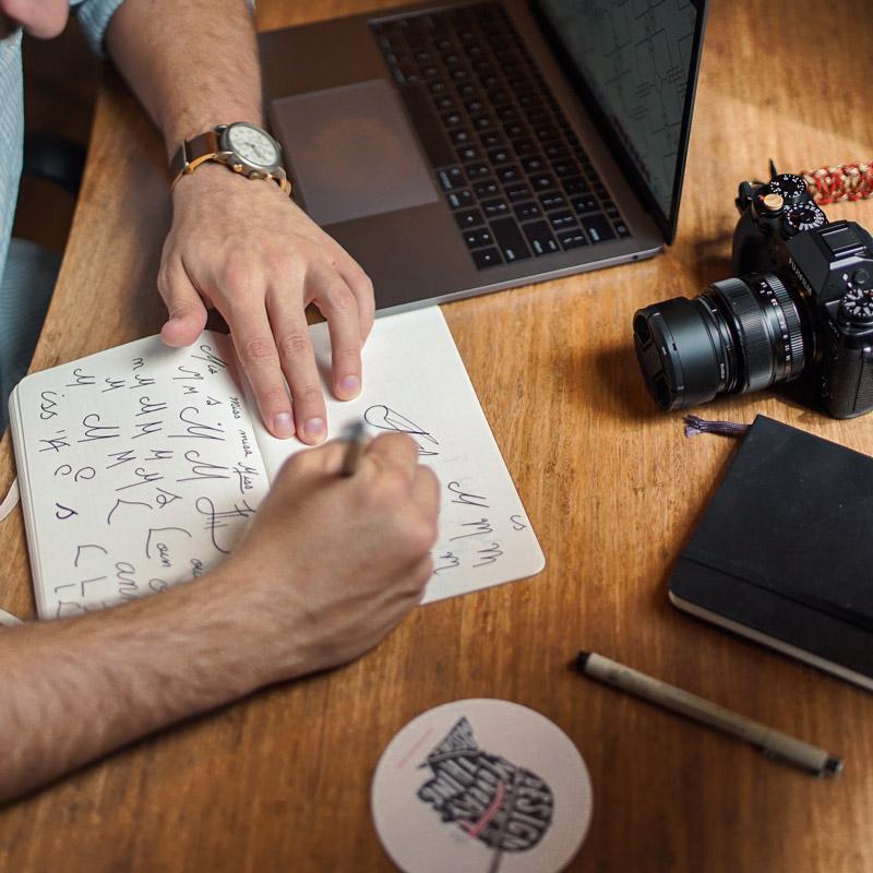 graphiste freelance logo identité site