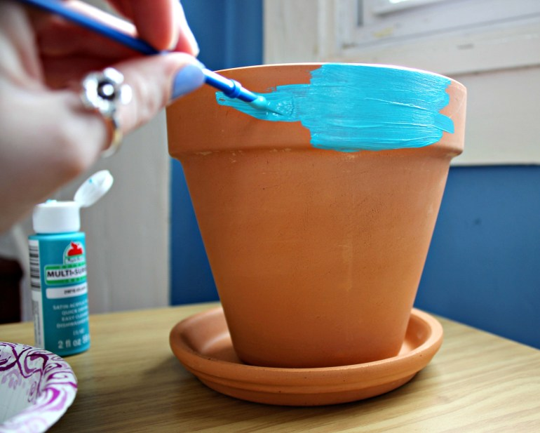 Painting the top rim of the pot teal