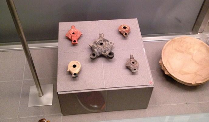 Detalle de lucernas romanas