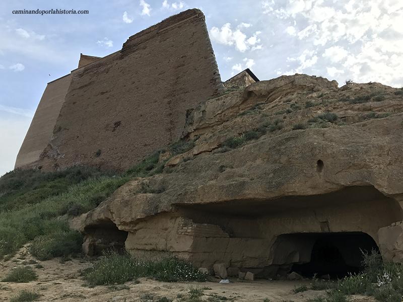 El Castillo de Monzón visto desde cinco de sus periodos bélicos.