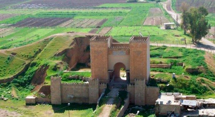 Reconstrucción de una puerta de la murallas de Nínive.