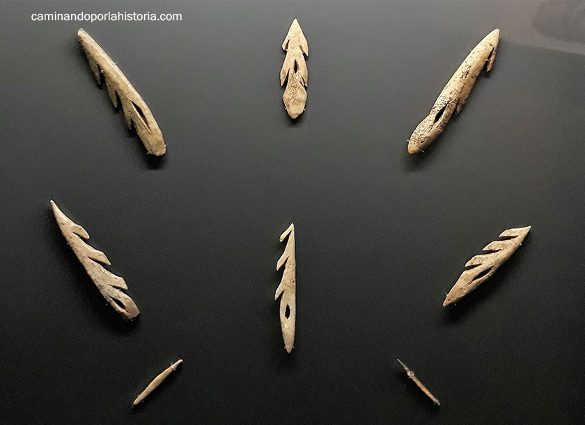 Colección de arpones magdalenienses