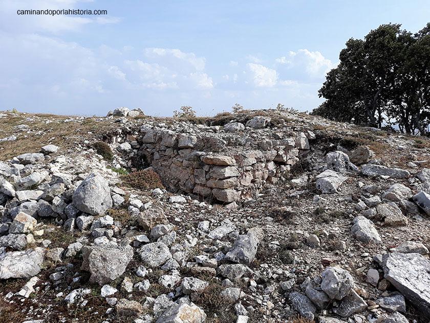 Restos de los refuerzos de una muralla de Peña Amaya