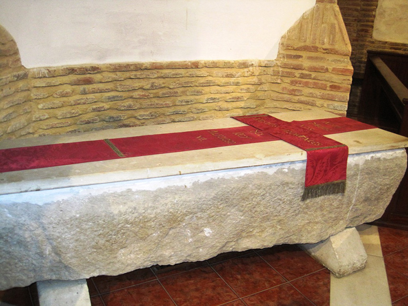 El austero sepulcro de Alfonso VI