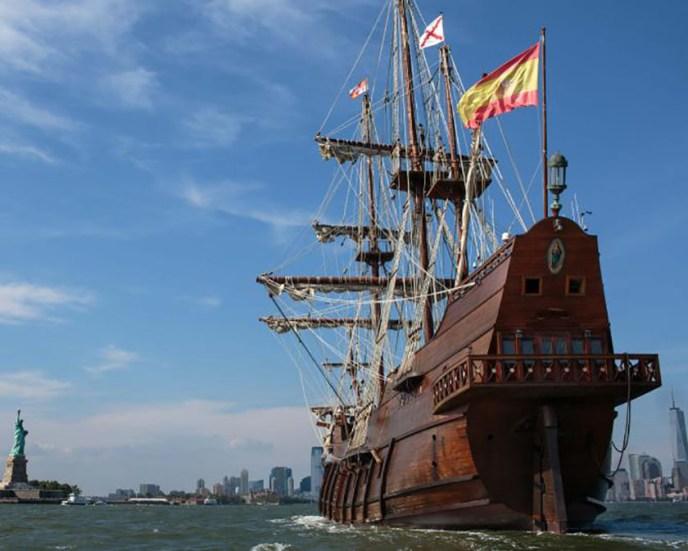 Replica de un Galeón español del siglo XVII, en la bahía de Nueva York