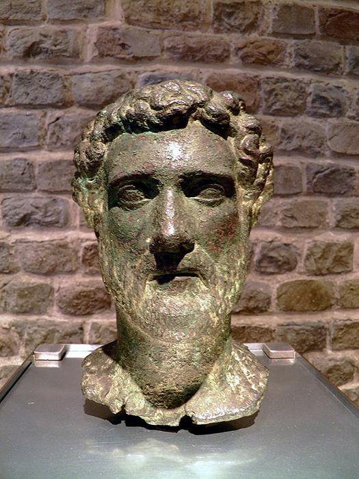 Bronce de Antonino Pio en el museo romano de Colonia