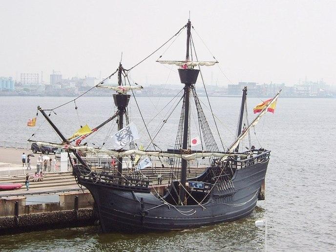 Réplica de la Nao Victoria, con la que Magallanes dio la vuelta el mundo. Este tipo de barcos tuvo su origen en el siglo XIV, y eran parte de la flota castellana que surcaba el Mediterráneo durante la Guerra de los Dos Pedros.