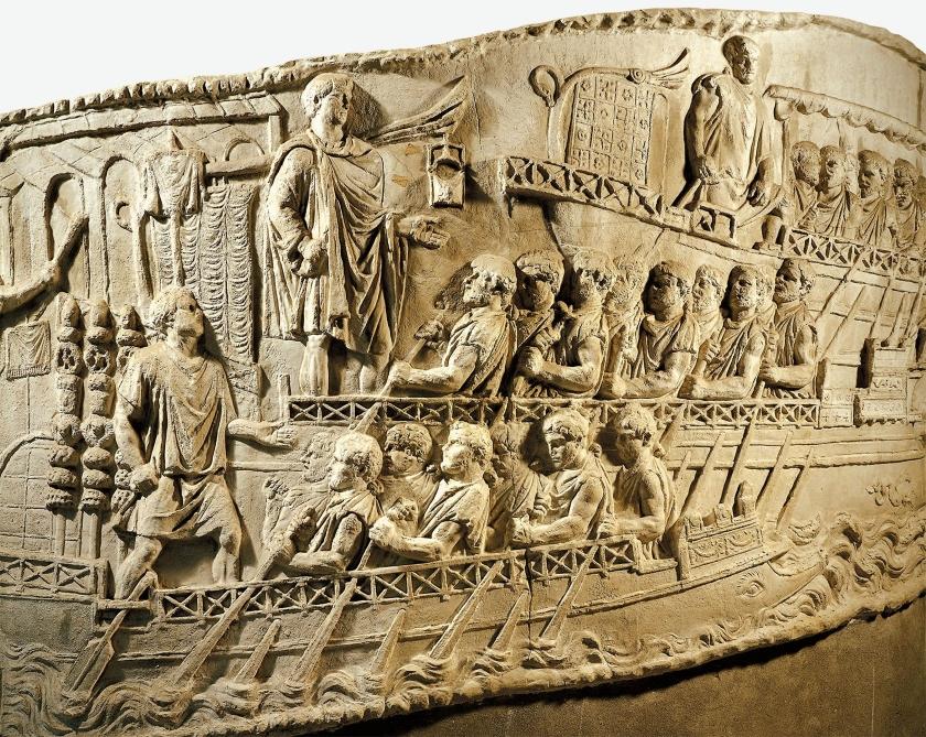 Soldados romanos en la Columna Trajana, remando al servicio del gran emperador hispano.