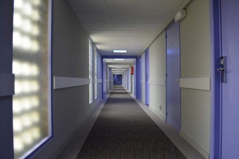 imagem-de-corredor-de-hotel