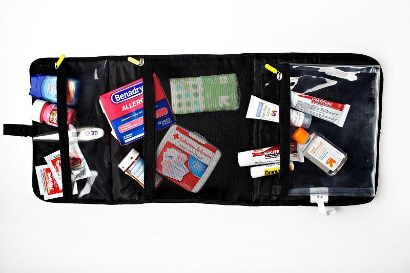 imagem-de-kit-de-higiene-e-medicamentos
