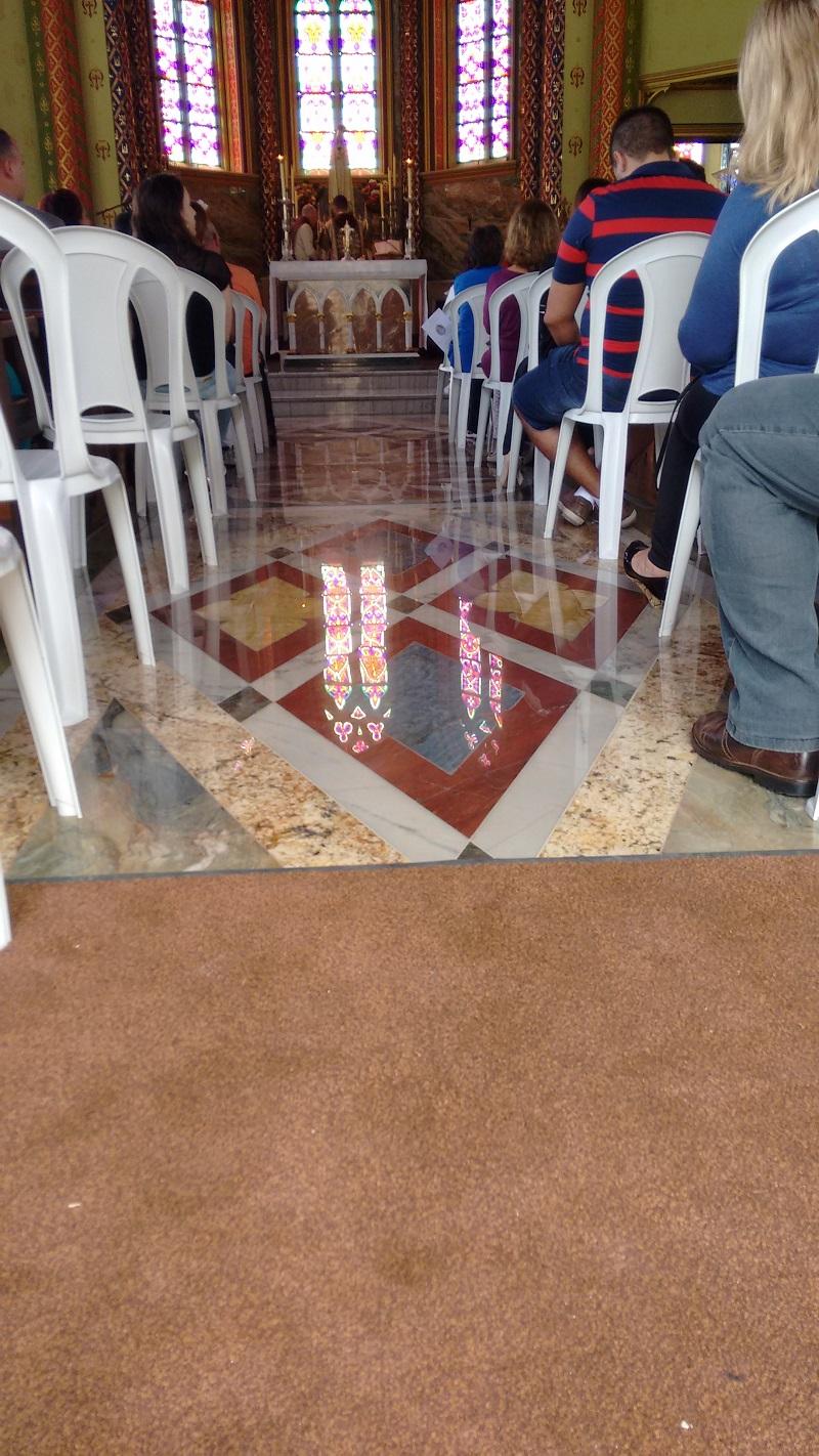 ubatuba ninguem dorme parte 2 foto de dentro da igreja - Ubatuba ninguém dorme – Parte II