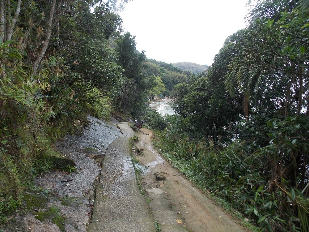 vista da escadaria que vai a praia da pedra da freira - Aventuras em Caragua – 05 de outubro de 2016
