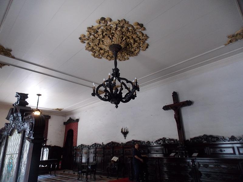 conhecendo o centro lustre no centro da sala - Museu do Amanhã e centro do Rio de janeiro. Lindo.