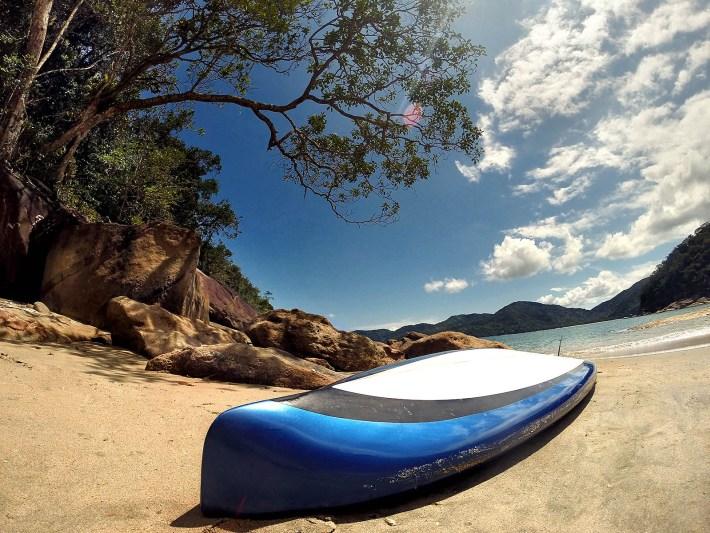 Prancha de Stand Up Paddle na Praia da Palmira - Ubatuba