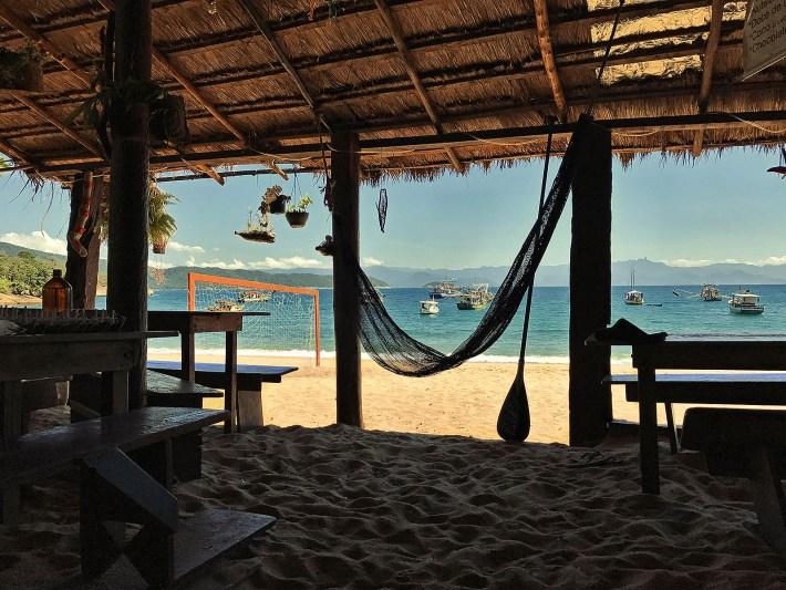 Único restaurante em funcionamento na Praia do Pouso da Cajaíba