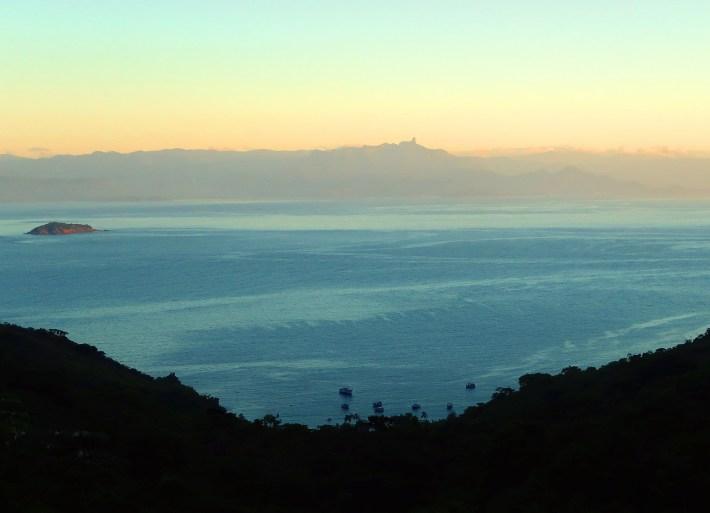 Praia do Pouso da Cajaíba em imagem feita pelo meu irmão, do alto da trilha para Martim de Sá