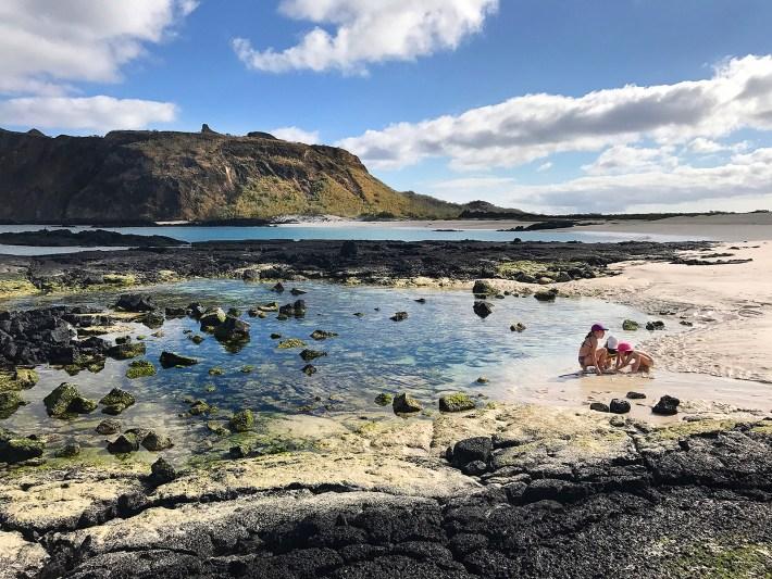 Praia a poucos metros de onde Darwin desembarcou em Galápagos