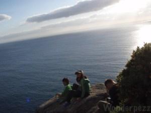 フィステラの海に2人子ども