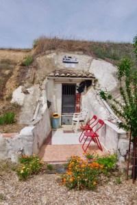 石洞窟ドア