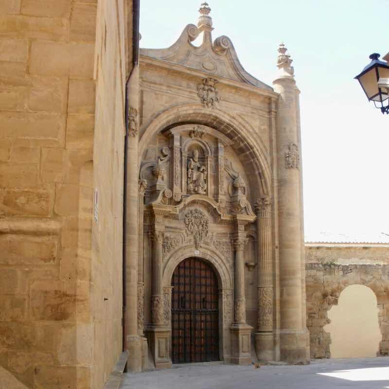 427ビアナ彫刻門