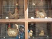 505ニワトリ飾り窓