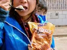 515カミーノ マンリー チュロス食べる ベンチらんち サンティアゴ巡礼