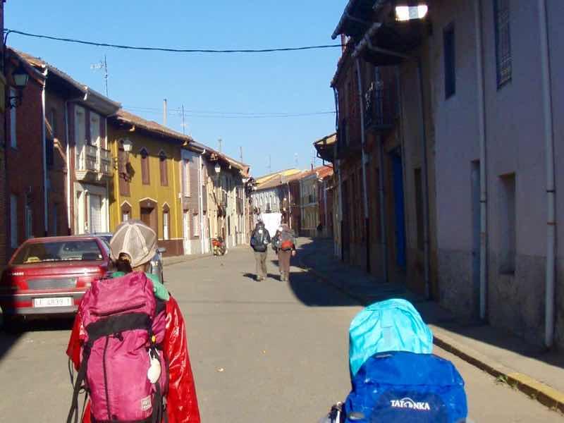 520 カミーノ オルビゴ 出発 町