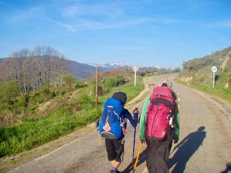 523ポンフェラーダPonferrada カミーノ 山の舗装路12