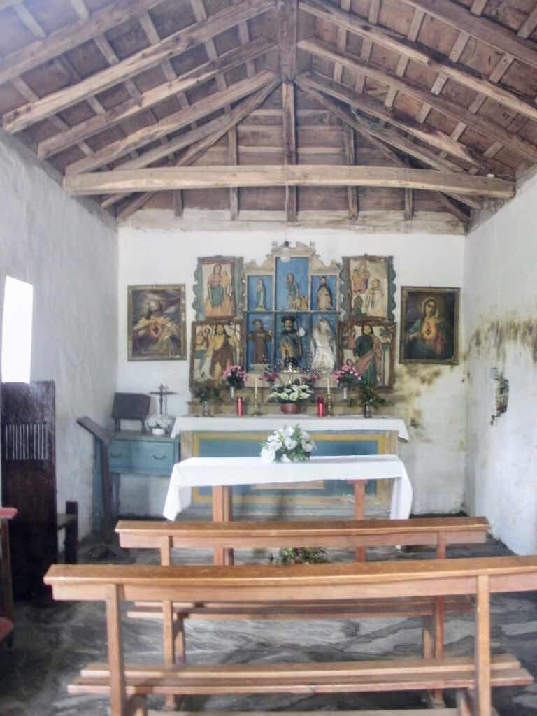 530 スペイン巡礼 サモス 田舎道 古い教会b中縦