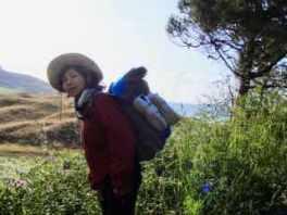 613ムシア サンティアゴ巡礼 最終地Muxia 3左向き 草地の山