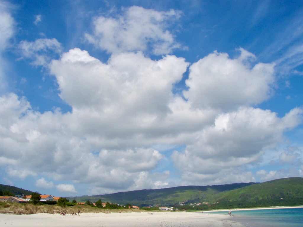 612 fisterra サンティアゴ巡礼 大西洋海 雲ビーチ