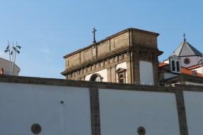 Rúa dos Irmandiños, looking at Iglesia de San Francisco