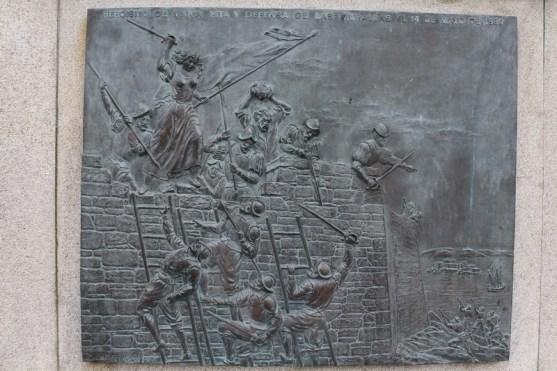 María Pita statue engravures