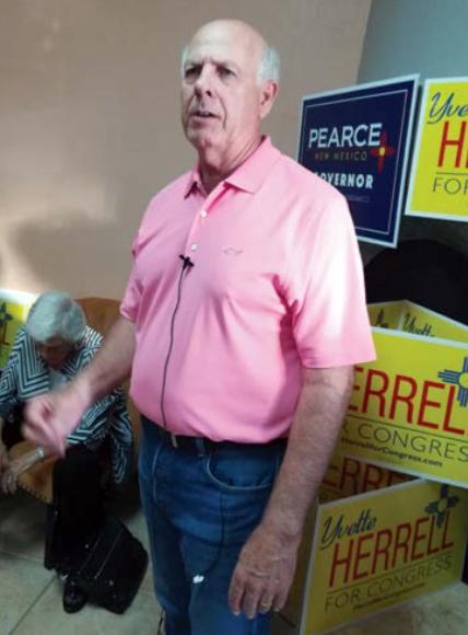 Abre oficina Steve Pearce con vistas a ser gobernador
