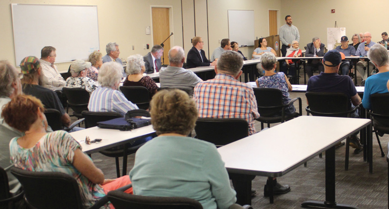 Reunión pública comunitaria de Steinborn y Small