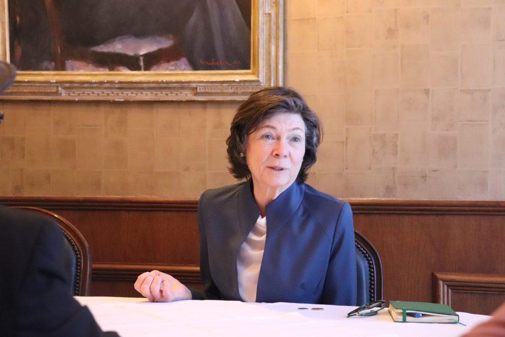 Esposa de Bloomberg visita region