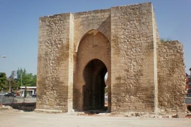 Ciudad Real: Puerta de Toledo resto de la muralla con acceso a la calle de Toledo