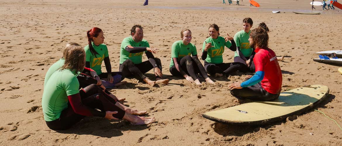 Camino Surfcamp Galicien Surf lesson with Edu and the Students around