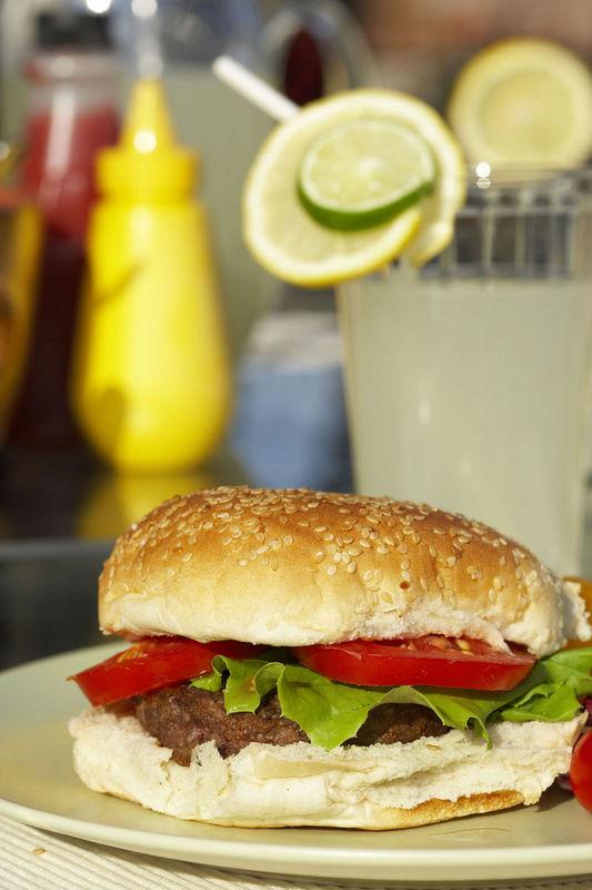 Eliminar de nuestra dieta la comida basura es uno de los propósitos de Año Nuevo más usuales