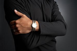 El reloj de un hombre aporta distinción