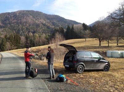 """Hernsberg, partenza forestale che si collega al sentiero. Prati """"atterrabili""""in caso di necessità recupero auto."""