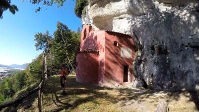 San Michele, la chiesetta incastonata nella roccia