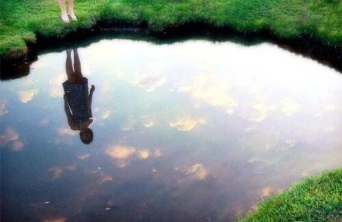 LA LEGGE DELLO SPECCHIO : QUELLO CHE VEDI FUORI è DENTRO DI TE