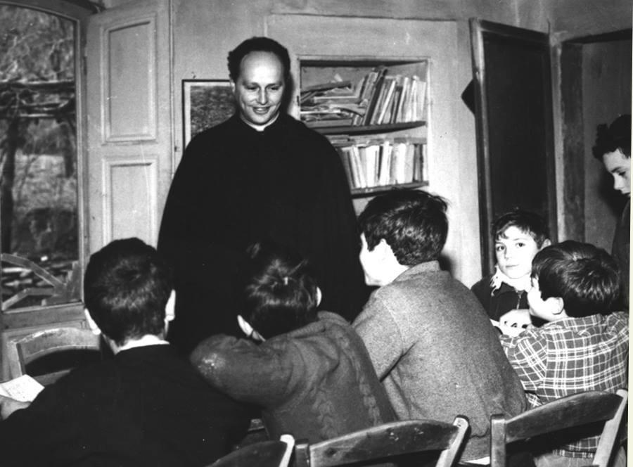 Don MIlani e i ragazzi della scuola di Barbiana