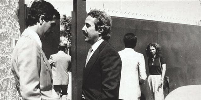 Falcone durante il sequestro del fondo - foto di Letizia Battaglia